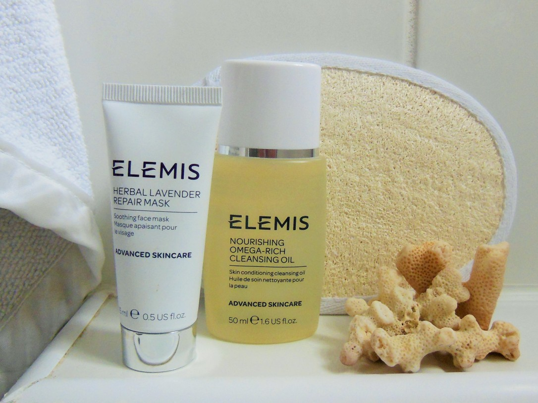 FreshBeautyFix-Travelbag-Elemis-Minis-bathroom