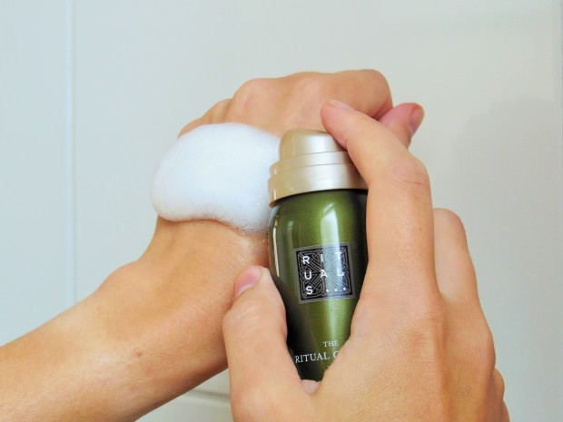 Rituals foaming shower gel mousse on hand