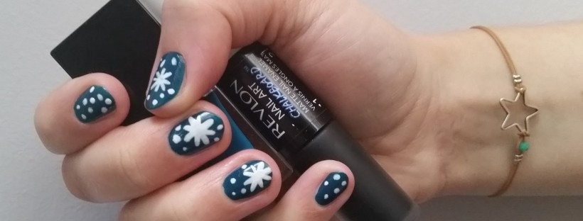 Let it snow manicure by FreshBeautyFix