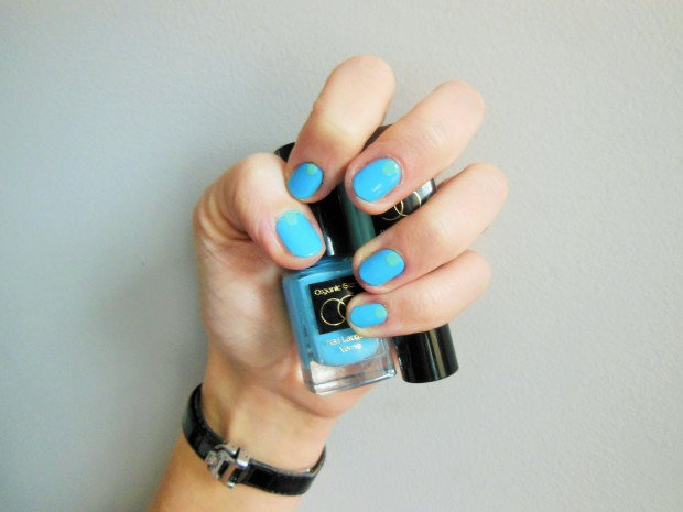 Organic Glam manicure with Aqua and Pale Blue shades