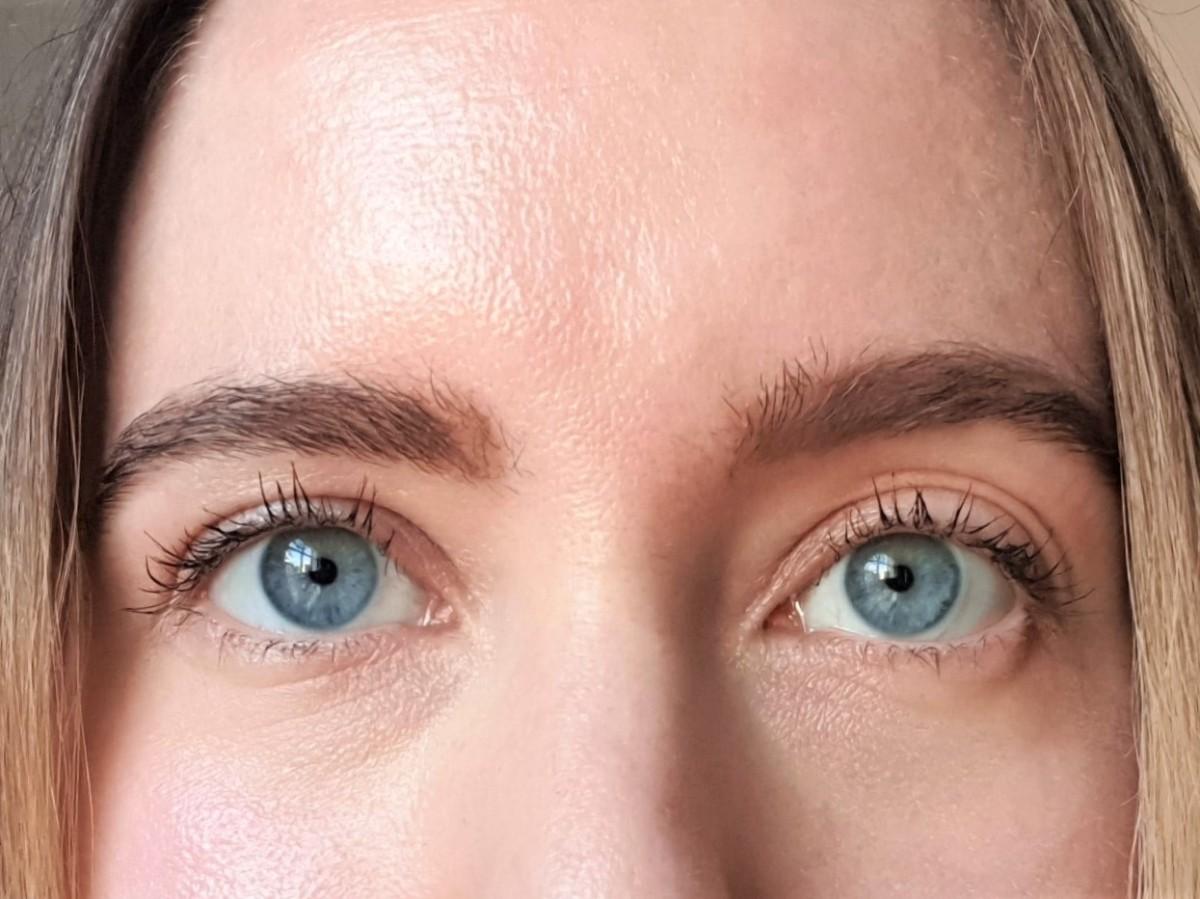 PHB Ethical Beauty Mesmerise Mascara on lashes
