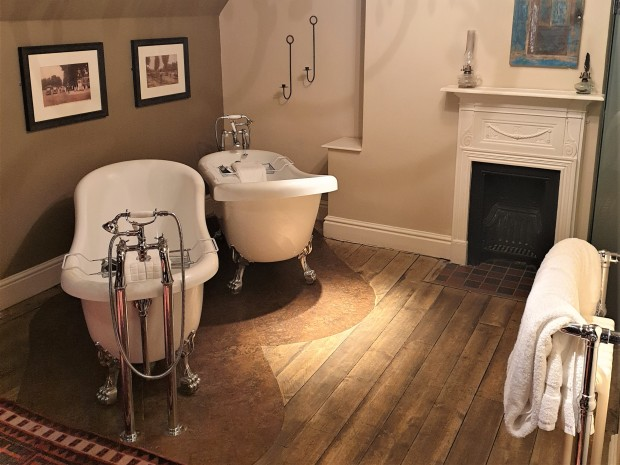 Double bath tub in hotel room