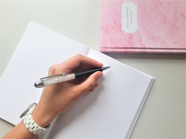 Papier pink notebook open